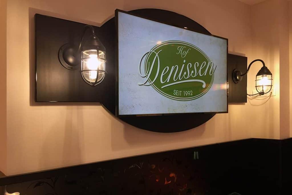 Digital-Signage-System für Hof Denissen in der Schweriner Schlossstraße