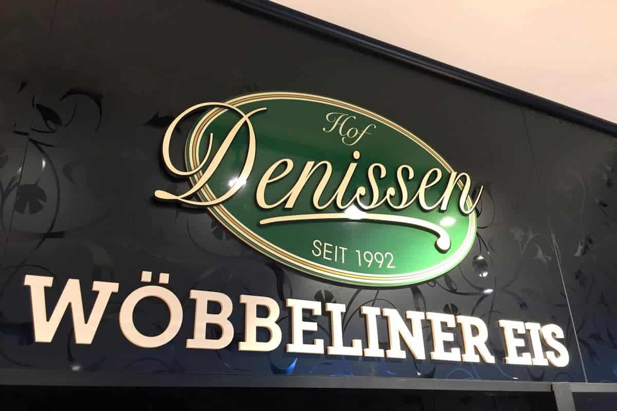 3D Logo Hofladen Denissen, Schwerin, Acrylbuchstaben, Interieur