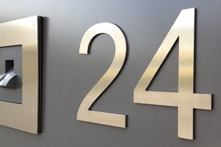 Fräsbuchstaben Edelstahl Hausnummer