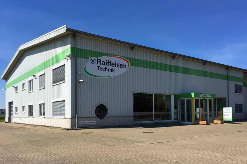Fassadenwerbung Raiffeisen Reisdorf, Logo gefräst