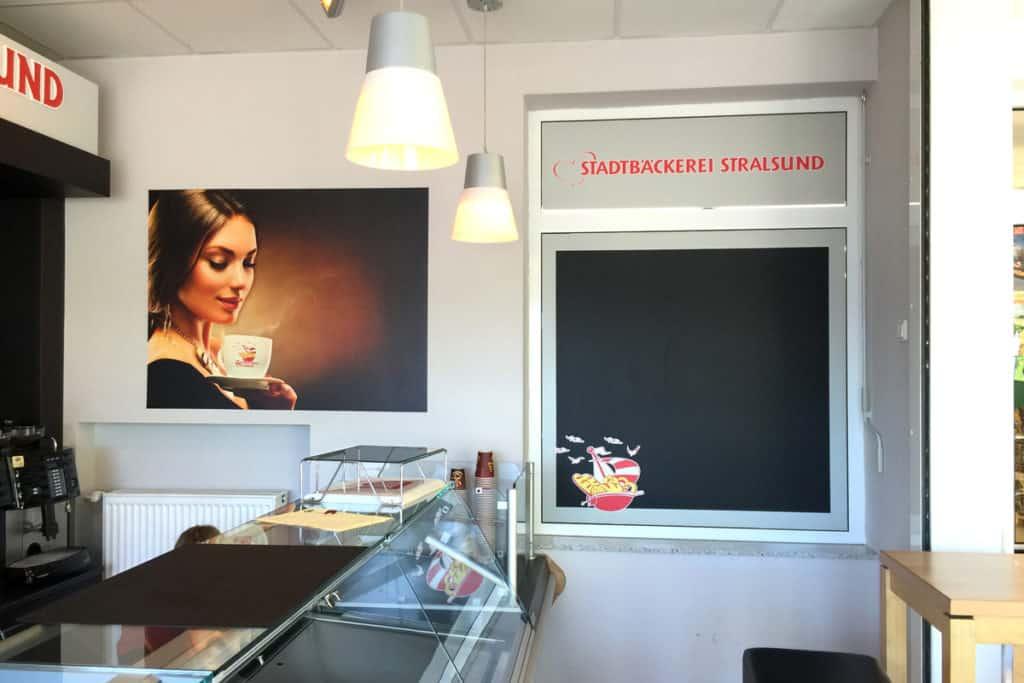 Bild neben der Theke der Stadtbäckerei Stralsund in Greifswald