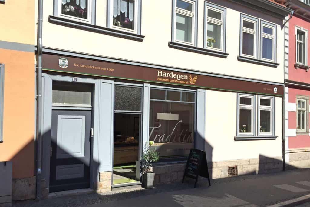 Fräsbuchstaben Bäckerei Hardegen Mühlhausen Außenansicht