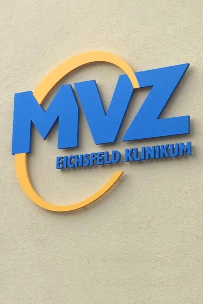 Fräsbuchstaben MVZ Dingelstädt im Detail