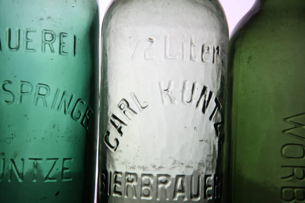 Produktfotografie von alten Flaschen für die Brauerei Neunspringe