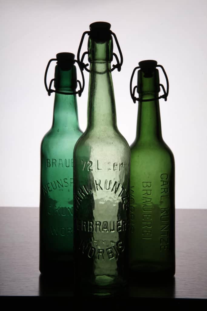 Produktfotografie von alten Bierflaschen für die Brauerei Neunspringe