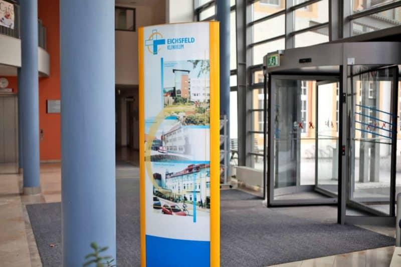 Werbepylon innen Eichsfeld Klinikum Reifenstein