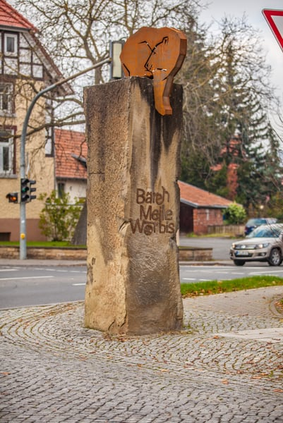 Worbiser Bär der Bärenmeile aus Corten-Stahl auf Säule in Worbis
