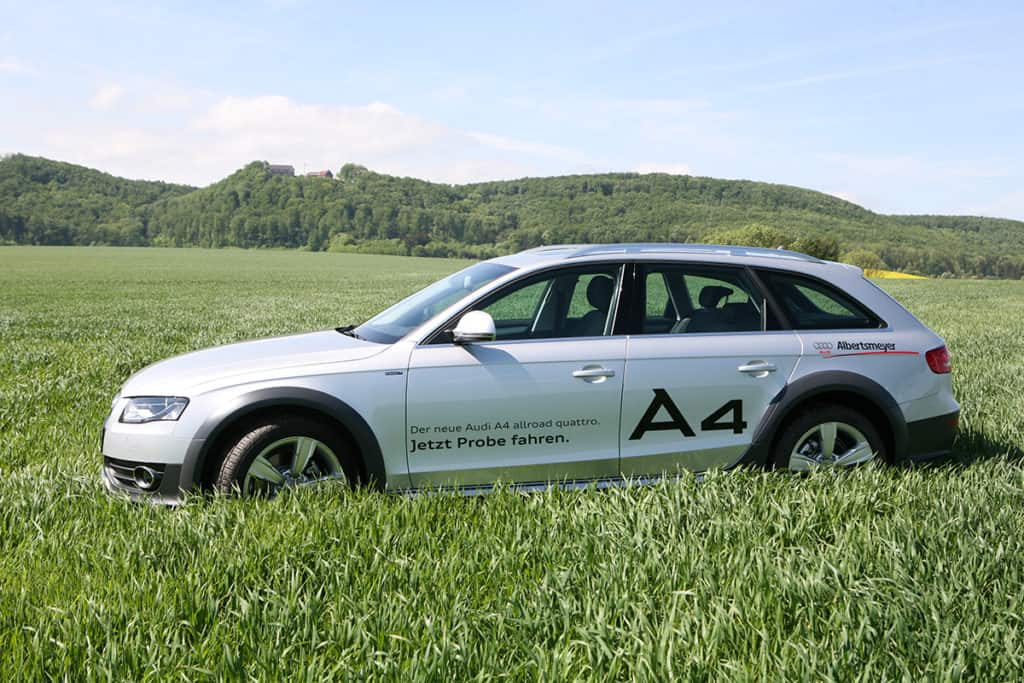Produktfoto Audi A4 im Feld für Autohaus Albertsmeyer