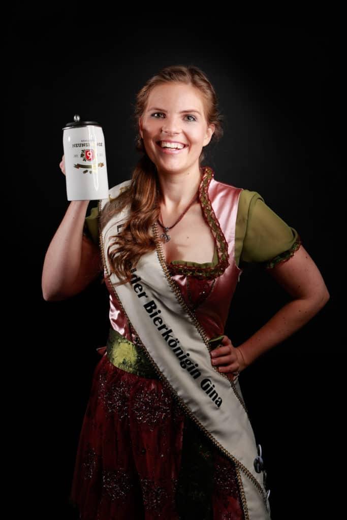 Portraitfotografie der Bierkönigin der Brauerei Neunspringe