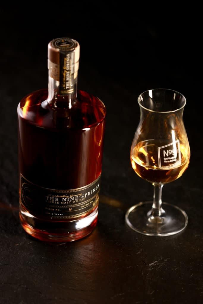 Produktfotografie einer Flasche No 9 der Brauerei Neunspringe