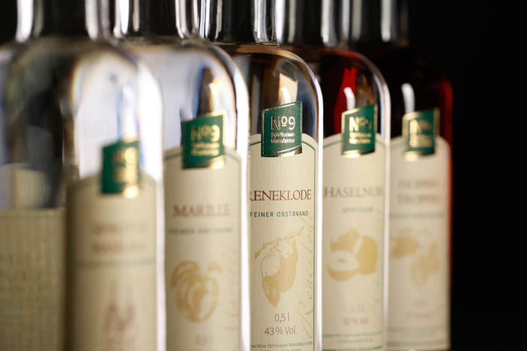 Produktfotografie meherer Likörflaschen der Brauerei Neunspringe