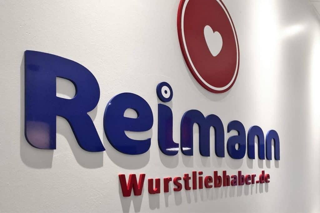 Fräsbuchstaben aus 8mm Acrylox, in blau und rot für den Fleischer Reimann