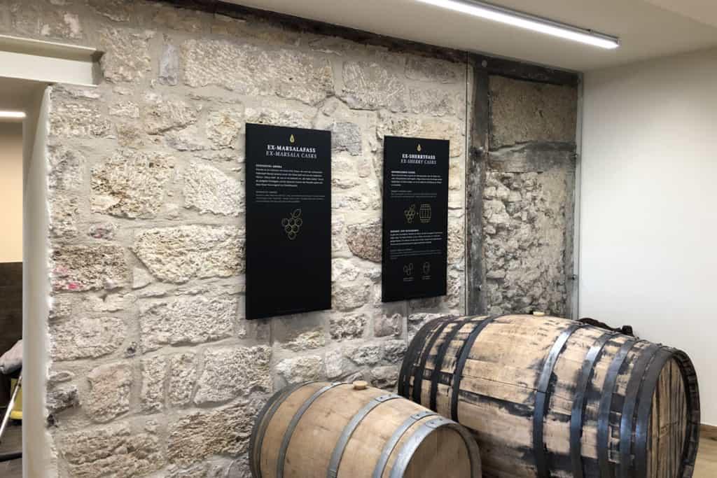Informationsbeschilderung Whiskywelt Burg Scharfenstein, Informationstafeln