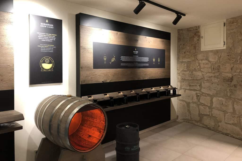 Informationsbeschilderung Whiskywelt Burg Scharfenstein, Wandgestaltung