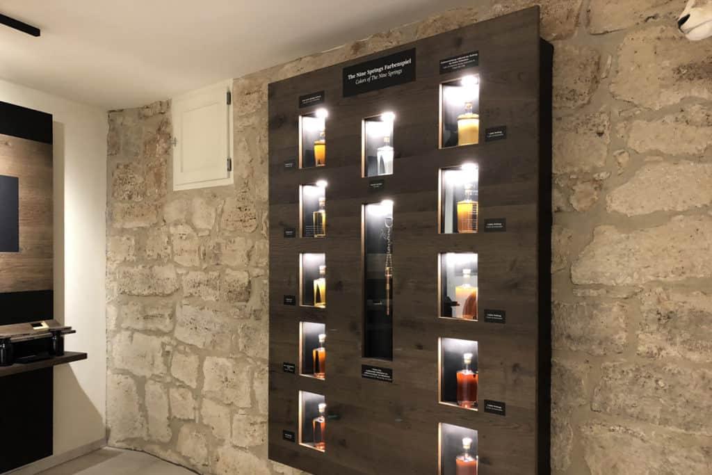 Informationsbeschilderung Whiskywelt Burg Scharfenstein, Whiskyregal