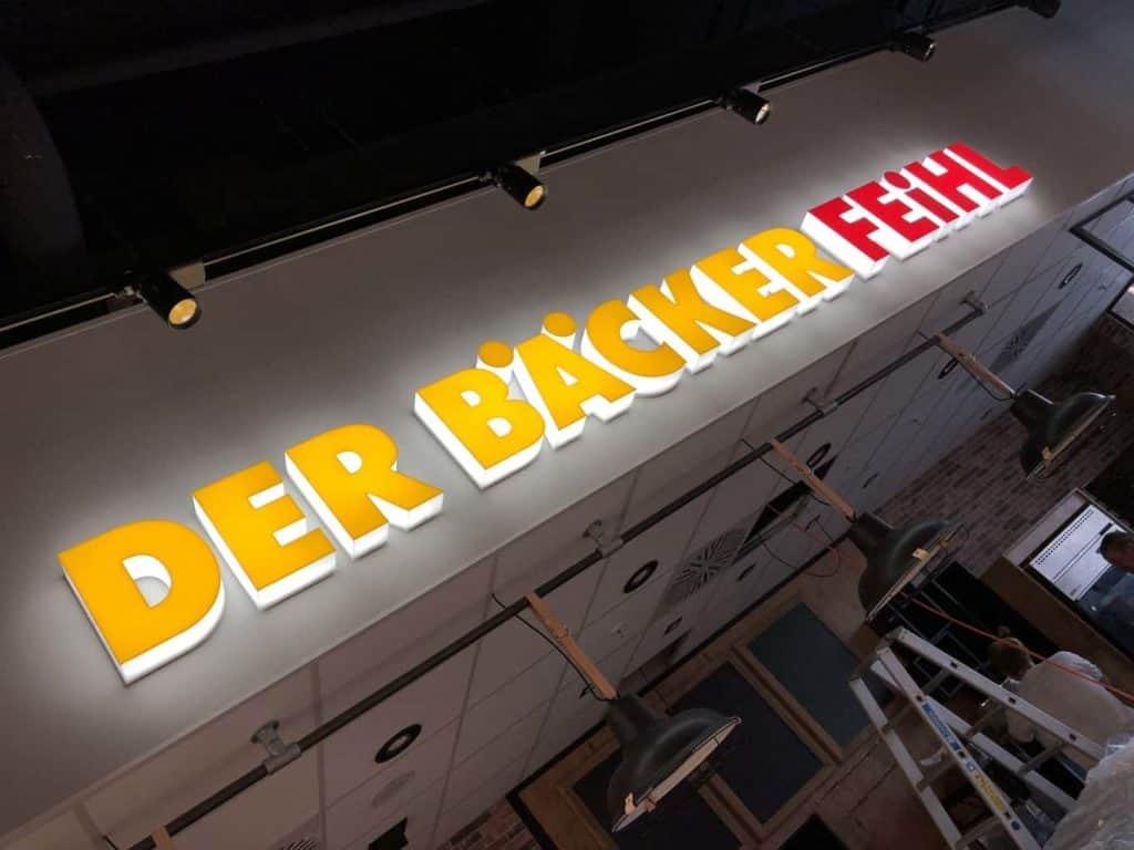 Lichtwerbung der Bäcker Feihl, Spandau mit Profilbuchstaben im Profil 8.1