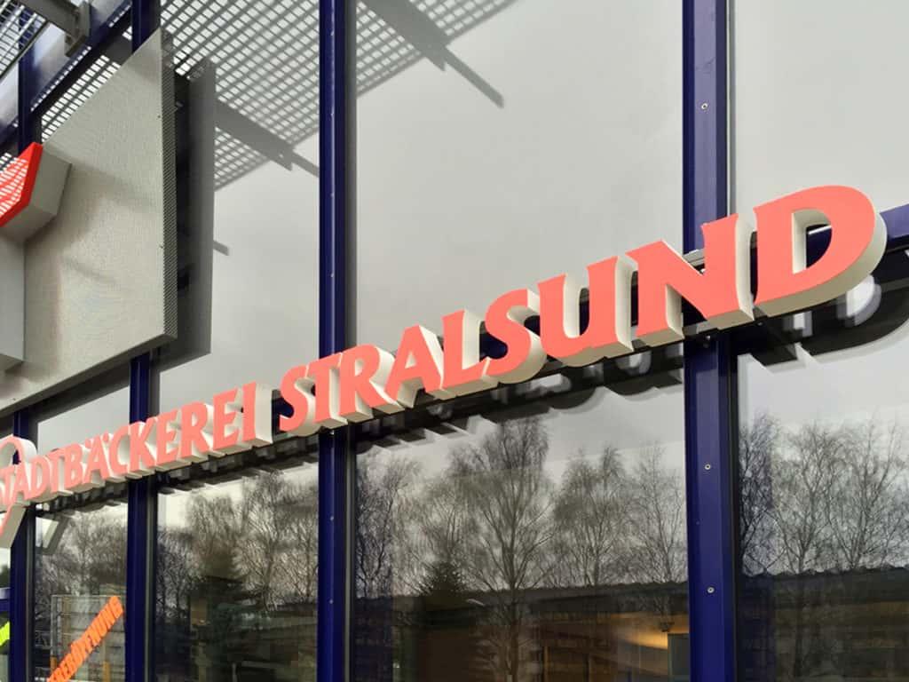 Lichtwerbung Vollacrylbuchstaben Der Stadtbäcker Stralsund Markant, Detailansicht