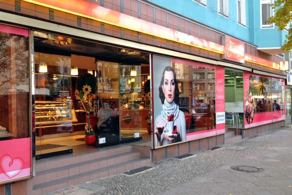 Schaufensterbeschriftung Bäckerei Röttgen Berlin, Leuchtkasten