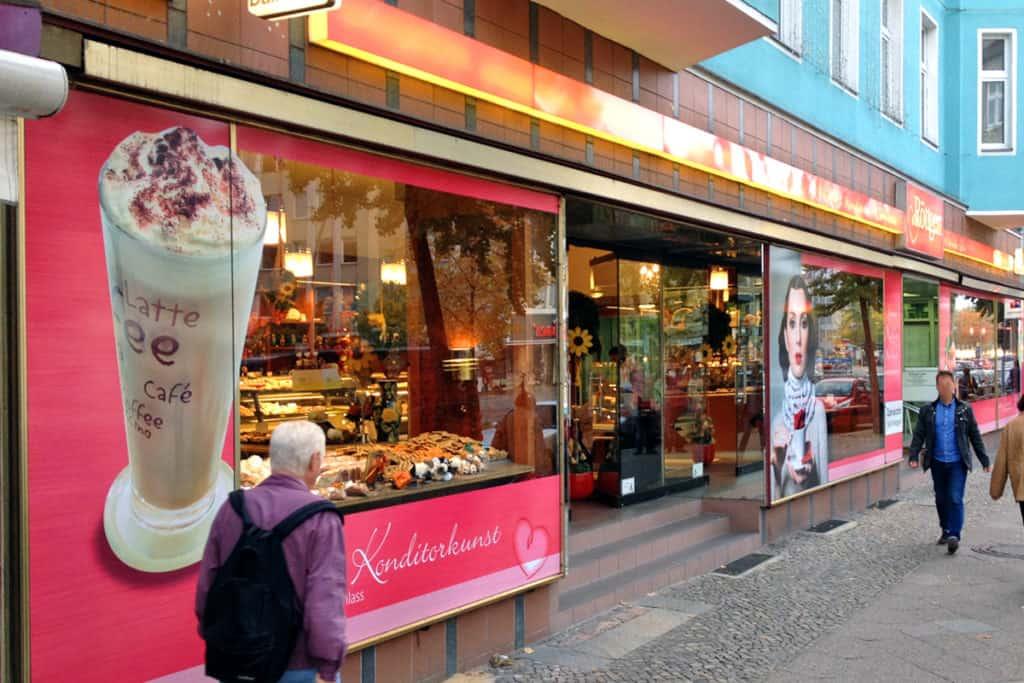 Schaufensterbeschriftung Bäckerei Röttgen Berlin, Digitaldrucke mit glänzender Schutzkaschierung