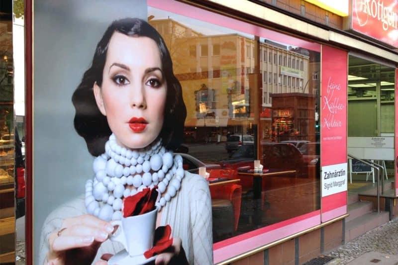 Schaufensterbeschriftung Bäckerei Röttgen Berlin
