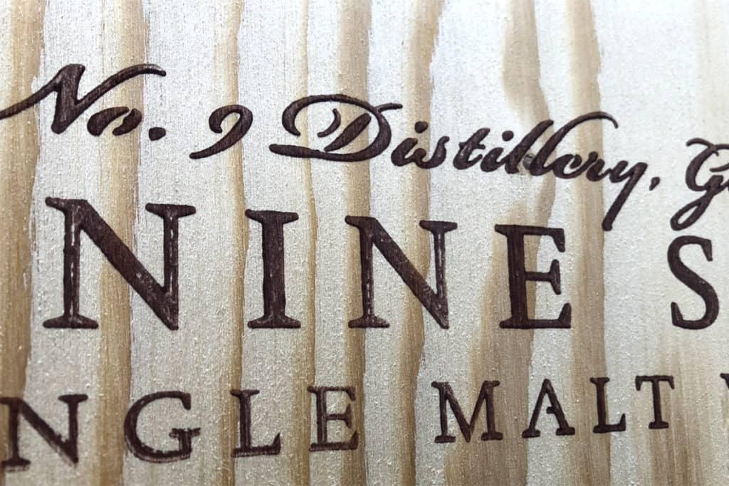 Druckergebnis XXL-Stempels mit gefräster Schrift und Logo im V-Carving