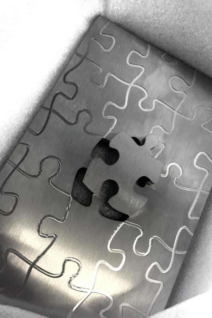 Puzzle, gefräst aus Edelstahl