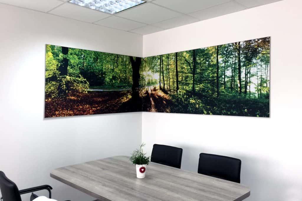 Unbeleuchteter Spannrahmen für Textildrucke über 2 Wände, bei der Fleischerei Reimann