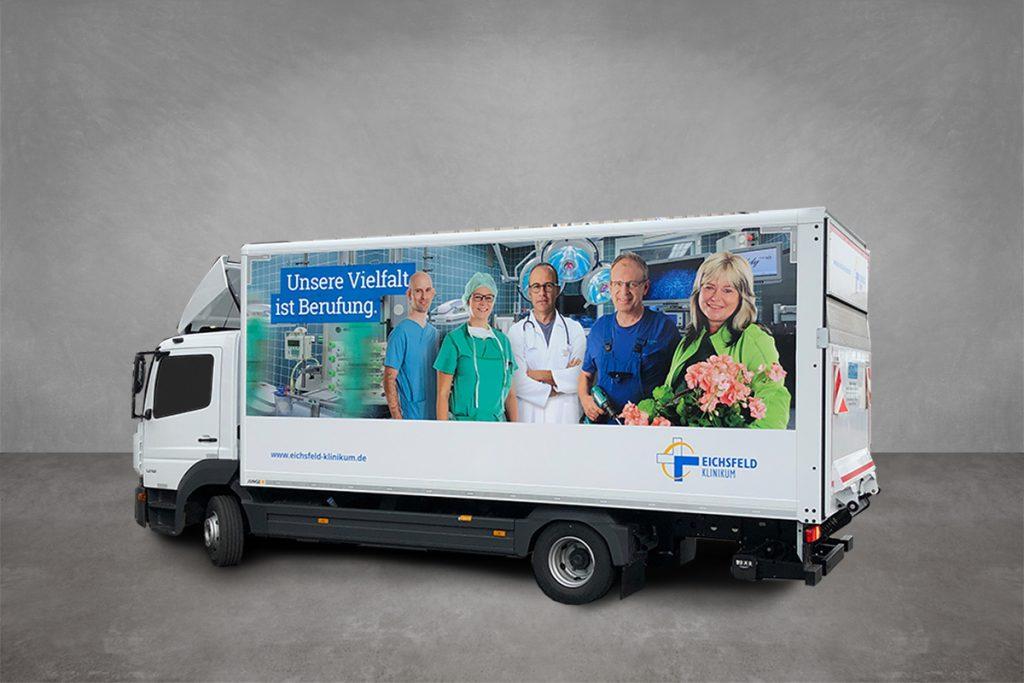 LKW vom Eichsfeld Klinikum, beklebt mit Digitafolie