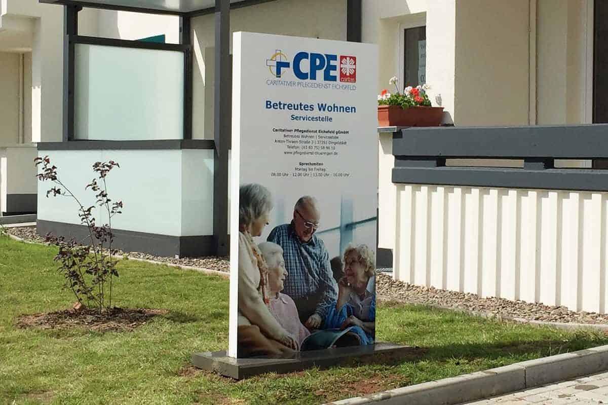Werbepylon, Aufsteller, Digitaldruck, CPE Betreutes Wohnen 1