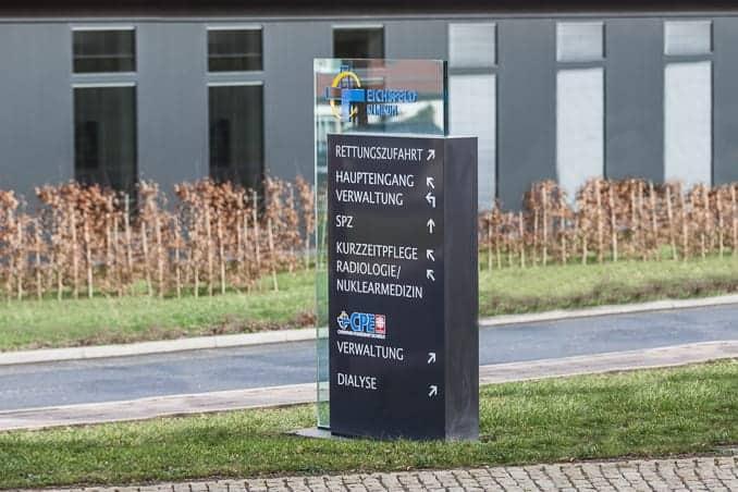 Werbepylon außen Eichsfeld Klinikum Reifenstein