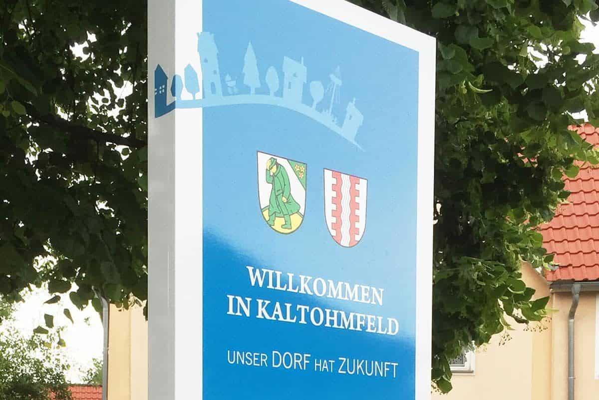 Werbepylon Informationsschild Infopylon Information Stehle Pylon Schild Ortschaft Kaltohmfeld