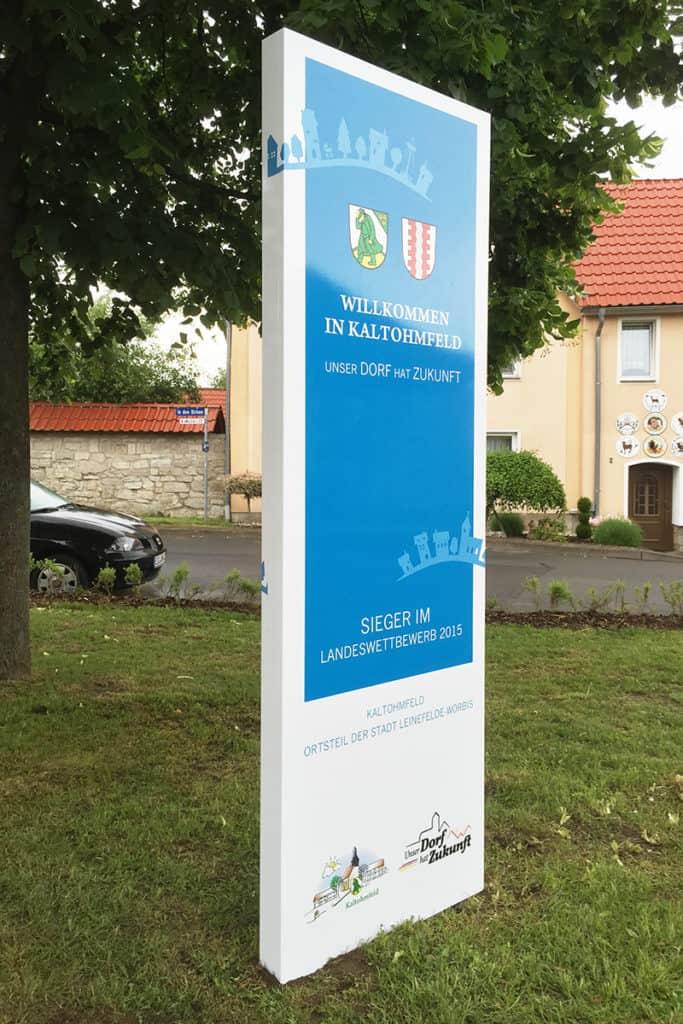 Werbepylon Informationen Willkommen in Kaltohmfeld