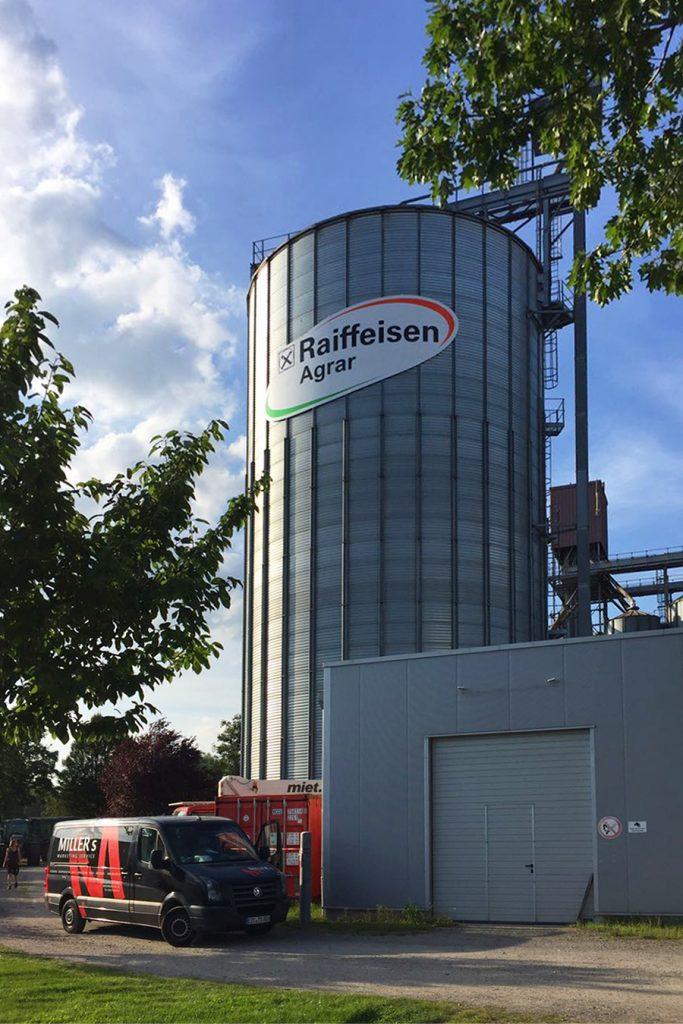 Außenwerbung Raiffeisen Silo Wolfsburg Totale