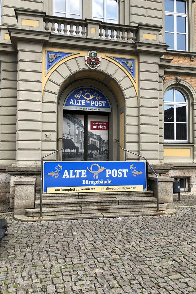 Informationsbeschilderung Alte Post Mühlhausen Hochformat
