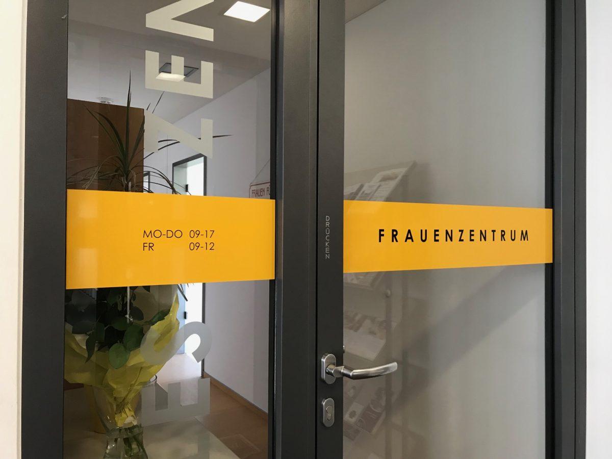 Informationsbeschriftung Soziales Zentrum Frauenzentrum